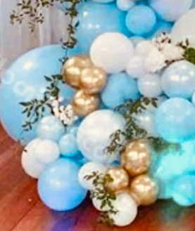 30 Gold white blue air balloons with flowers in between