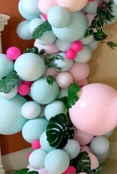 25 pink blue air nlown small and big balloons with leaves in between