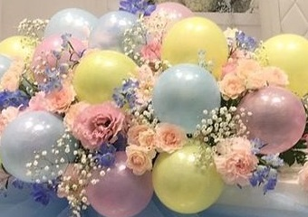 15 Pink Blue and yellow soft color Balloons with 20 roses and gypsophillia in between balloons